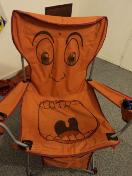 "chaise ""groum groum"""