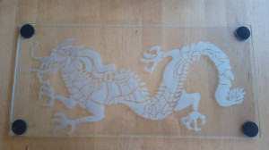 Gravure sur verre - Dragon - Dessous de plat.